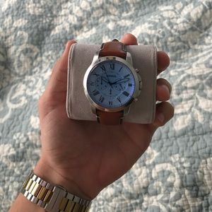 UNISEX Fossil Watch with leather band